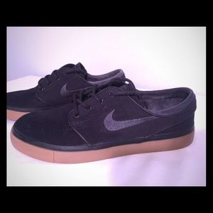 Black Canvas Nike SB Zoom Air Size 6 M/8.5 W